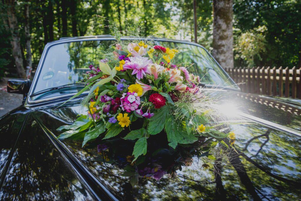 astuce pour décorer votre voiture de mariage